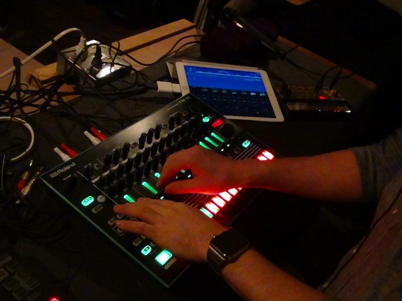 VC FOX plays Roland R-8